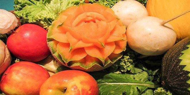 Mit Früchte und Gemüse nehmen sie gut ab