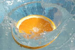 Wasser trinken kann auch beim Abnehmen helfen.
