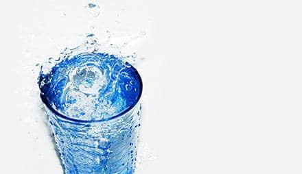 Wie viel Wasser sollte man jeden Tag trinken?