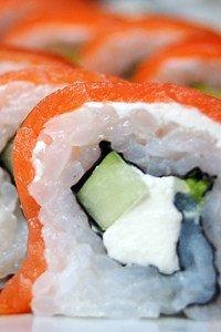 Die Zutaten bestehen größtenteils aus Reis und Fisch
