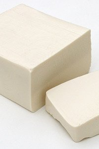 Tofu hingegen kann man bedenkenlos essen.