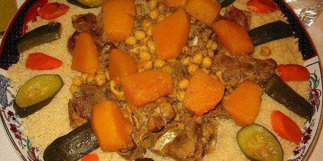 Dem Couscous ähnlich in Aussehen ist Bulgur