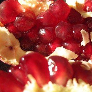 Granatäpfel reifen nicht nach, d.h. sie müssen reif und verzehrbar geerntet werden.