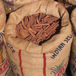Cumarin ist ein Aromastoff, der in höheren Konzentrationen in Zimtsorten vorkommt.