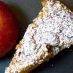 Apfel-Gitterkuchen: Die Äpfel werden in einer Springform mit Teigstreifen abgedeckt, die wie ein Gitter angeordnet werden.
