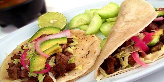 Der Begriff Tacos stammt aus dem mexikanischen Spanisch