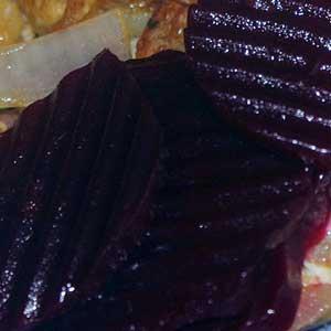 Aufgrund ihres hohen Vitamin-B-, Kalium-, Eisen- und vor allem Folsäuregehalts ist die Rote Bete ein gesundes Gemüse,