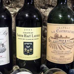 In vielen Ländern haben sich Weinliebhaber und -kenner zu Vereinen zusammengeschlossen, um den Weingenuss gemeinsam zu kultivieren.
