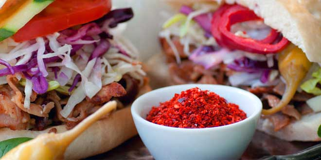 Zunächst in Berlin, später in ganz Deutschland, wurde Döner Kebab zu einem beliebten Imbissgericht.