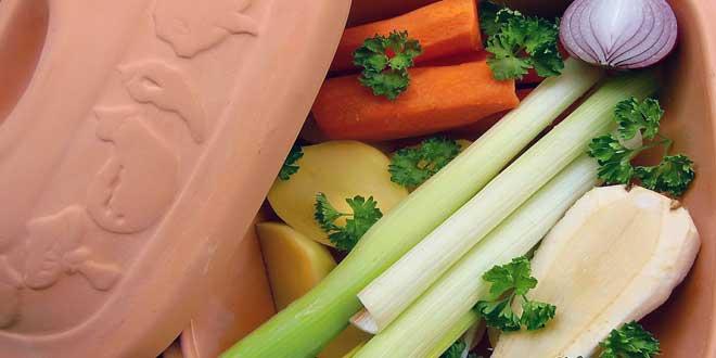 Eine fleischbasierte Ernährungsweise beansprucht bei extensiver Tierhaltung mehr Land-, Energie- und Wasserressourcen als eine vegetarische.
