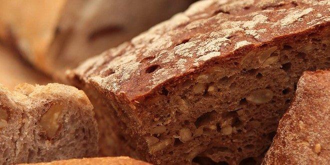 Was hat weniger Kalorien: Schwarzbrot oder Baguette