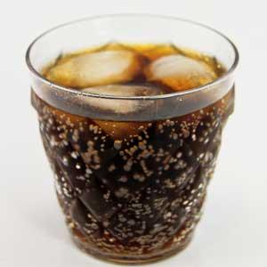 Ein Flasche Cola enthält 36 Würfel Zucker.