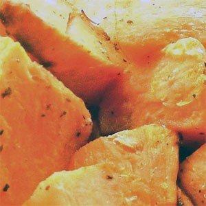 Mit der Kartoffel, die zur Familie der Nachtschattengewächse zählt, ist die Süßkartoffel nur entfernt verwandt.