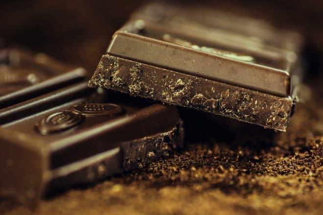 Zur Herstellung von Schokolade sind Kakaobutter und flüssige Kakaomasse die Grundlagen.