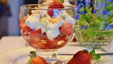 Die Kalorienbomben unter den Eissorten sind Sahneeis und Eis am Stiel mit Kakaohaltiger Fettglasur.