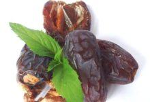 Getrocknete Datteln eignen sich trotz Kalorien als gesunder Snack, denn sie stecken voller guten Nährstoffe.