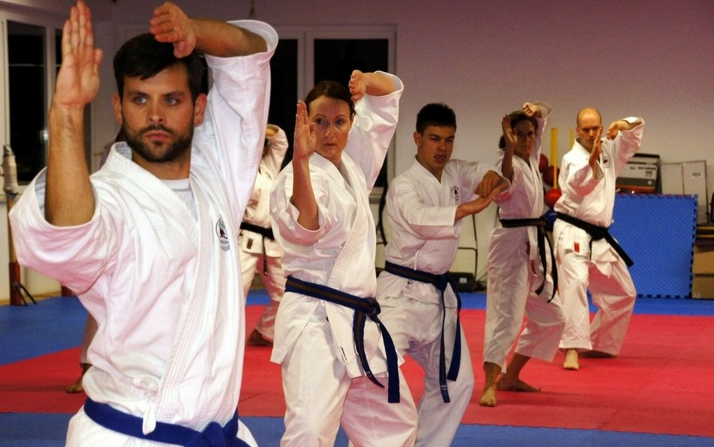 Kampfsport bietet die perfekte Möglichkeit zum Abnehmen.