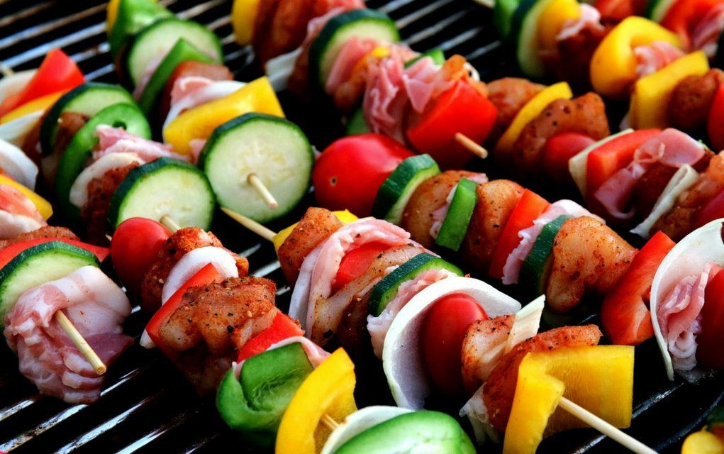 Gesundes Grillen gehört für viele zum Sommer einfach dazu.