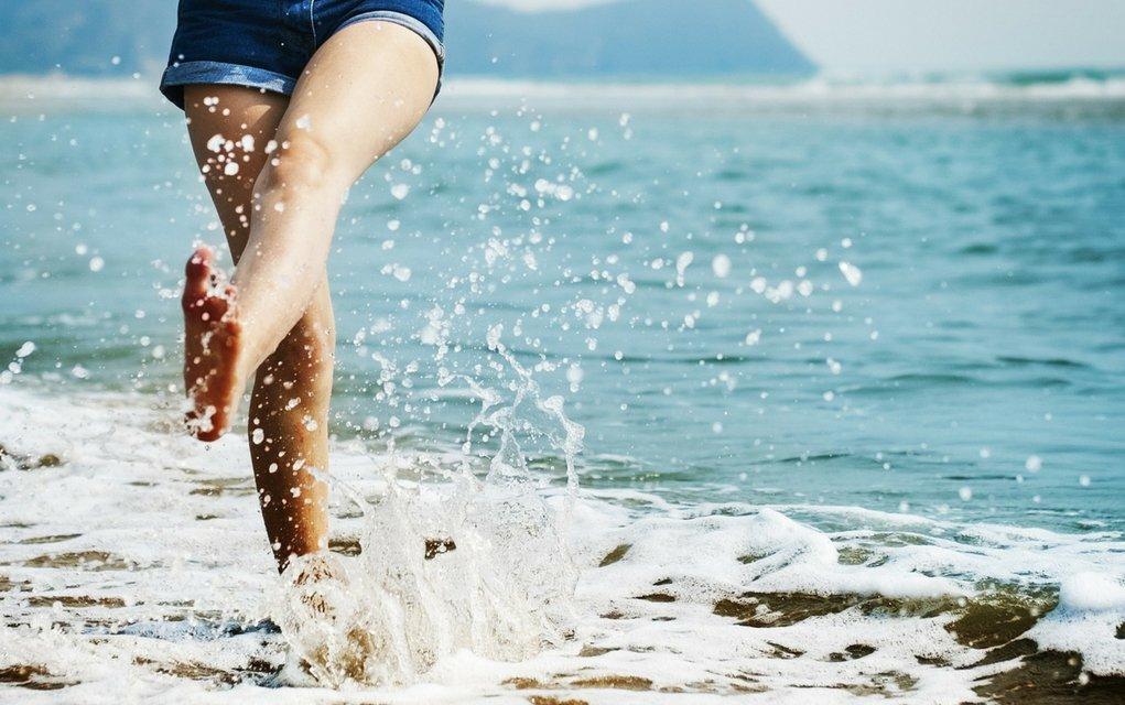 Barfuß laufen stellt die natürliche Form der menschlichen Fortbewegung dar.