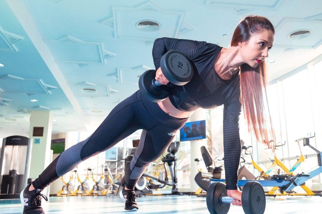 Fitness für Frauen: Kraftaufbau durch ein Krafttrainingsprogramm
